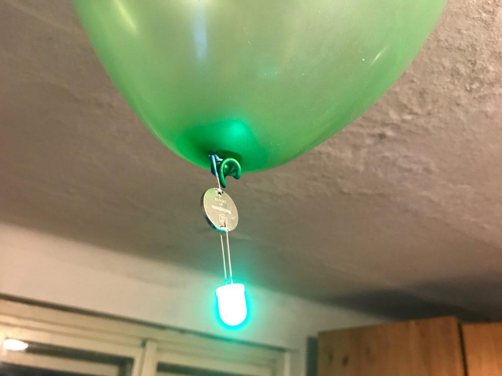 Balonek unese LEDku